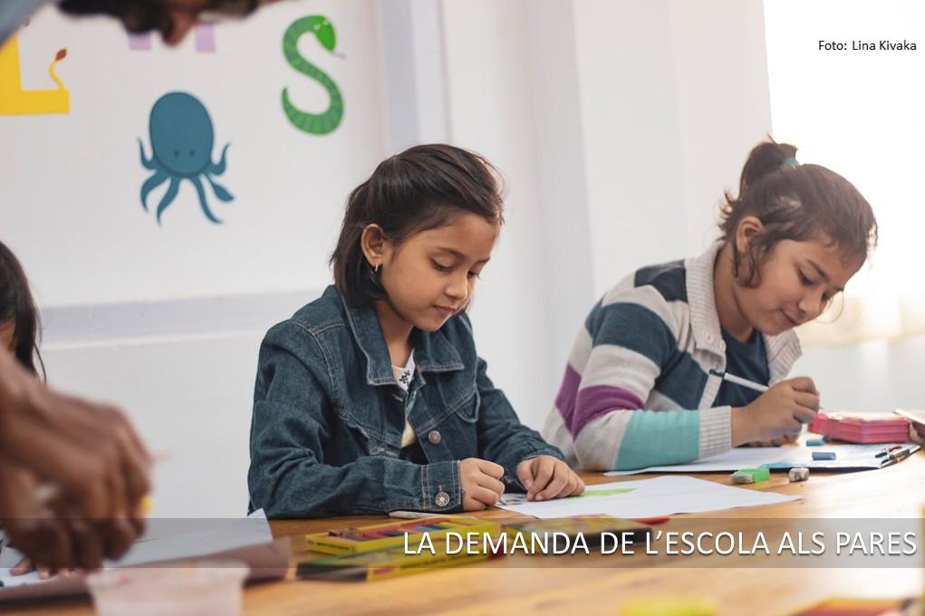 la demanda de l'escola als pares